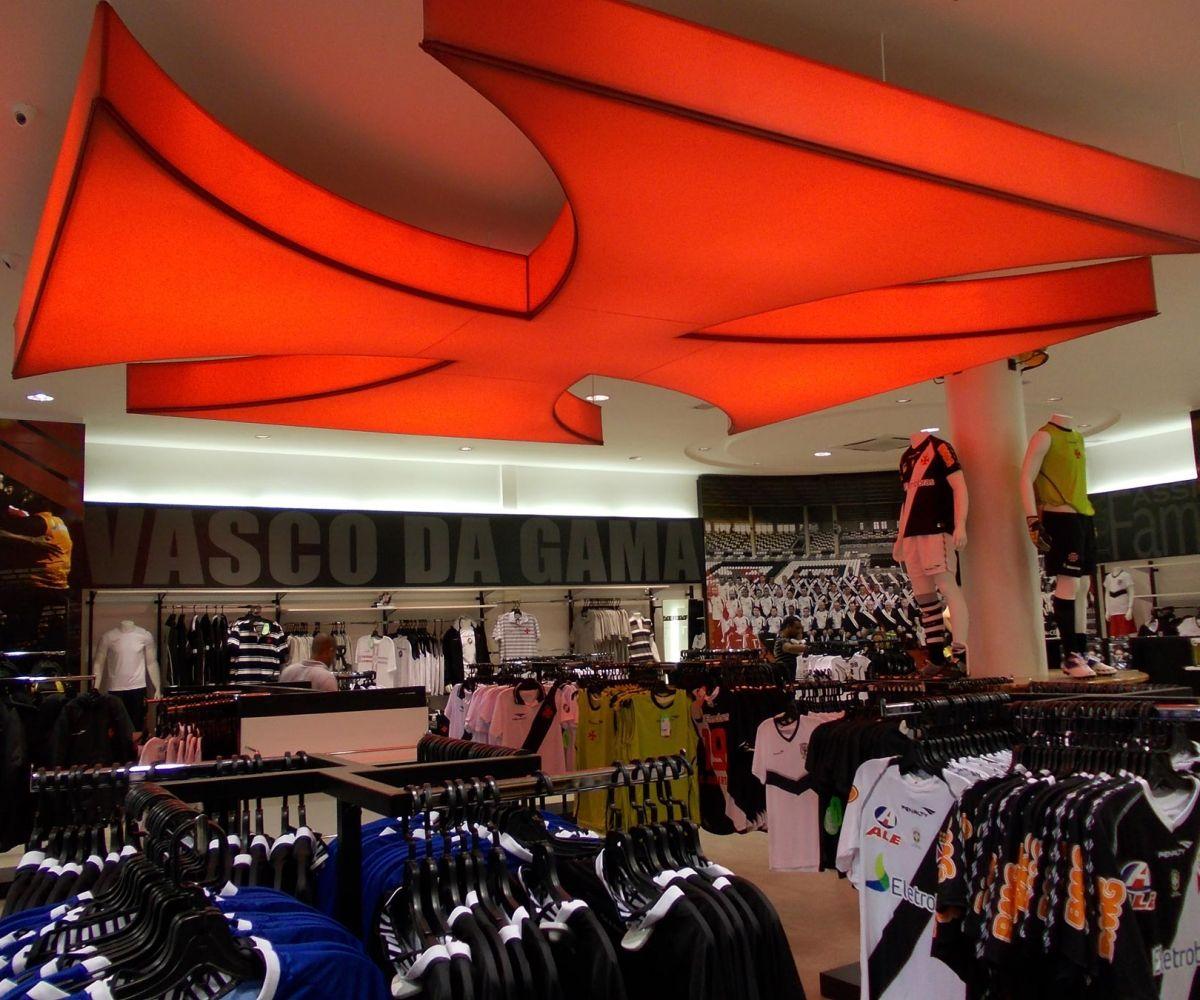 Luminária pendente em forma de cruz em tela Tensoflex – Loja Gigante da Colina