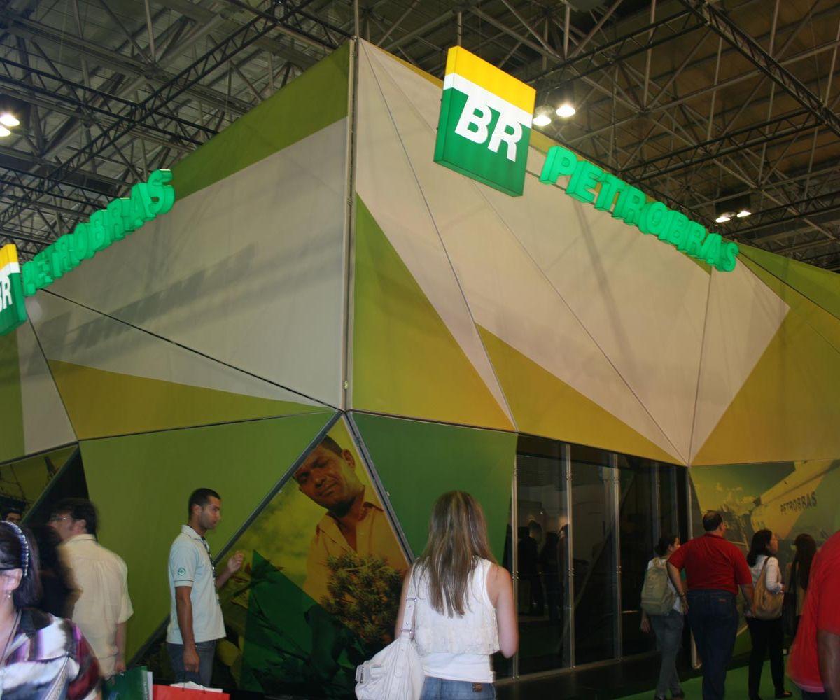 Stand revestido por telas tensionadas – Rio Oil & Gás