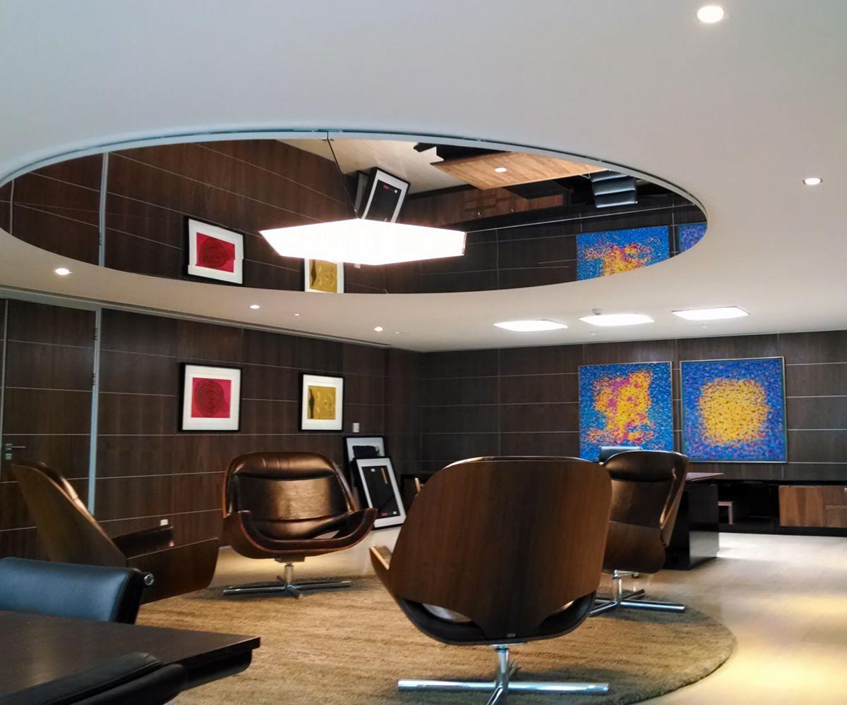 Luminária em tela Tensoflex translúcida e tela Like Mirror – Sede CBF – RJ